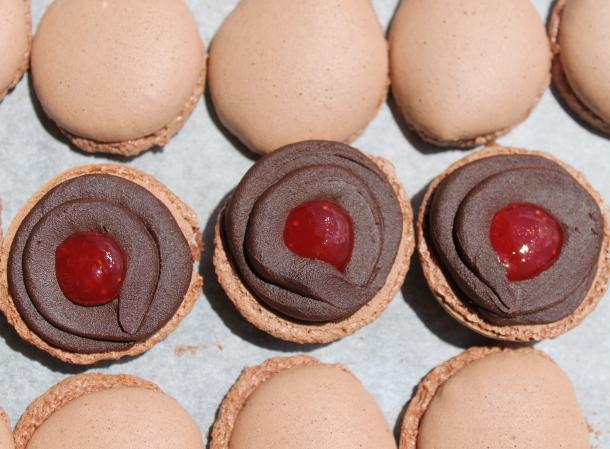 Macaron cioccolato fondente e fragola